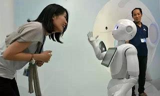 """【詹長霖】產業轉型不可不知道的事!日本軟銀(Softbank)會銷售一款遠低於成本、售價為19.8萬日元的情感機器人""""Pepper"""""""